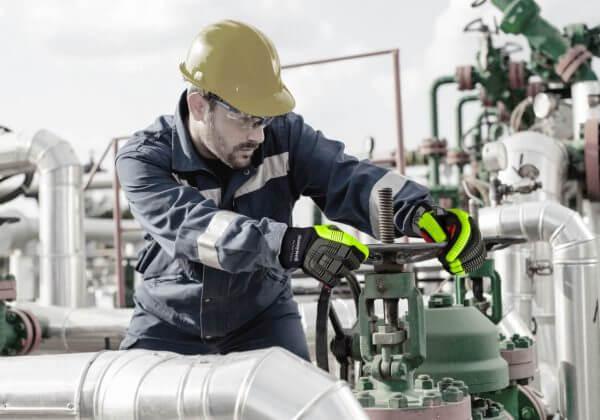 Schutzbrille gegen Gefahren im Arbeitsschutz